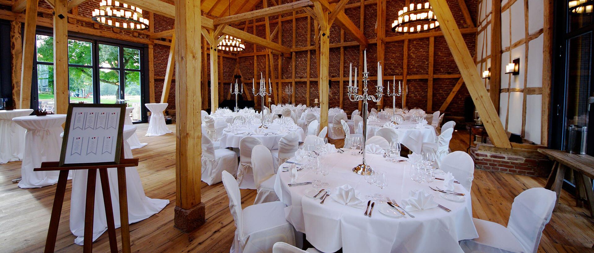 Hochzeitsfeier in der Eventscheune auf dem Hofgut Dagobertshausen