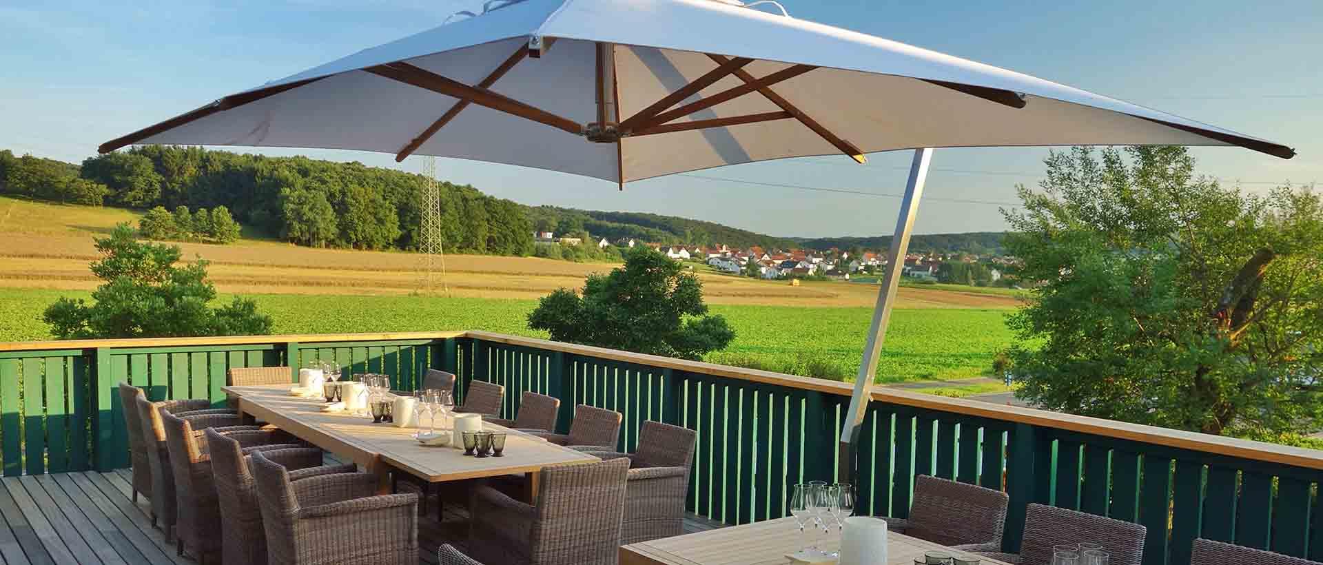 Die Terrasse im Kitchen Club des Waldschlösschen Dagobertshausen