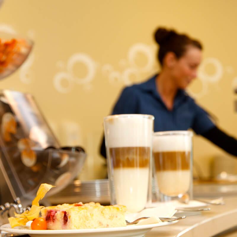 Latte Macchiato im VILA VITA Café Lahnberge