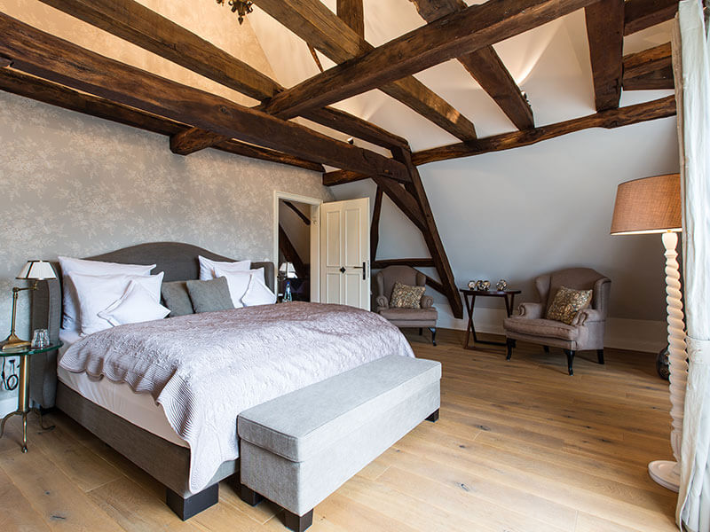 Bett in der Pension Schlafgut Dagobertshausen