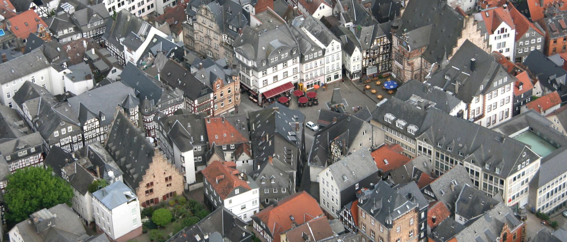 Luftaufnahmen vom Marburger historischen Rathaus, Credits Klaus Laaser