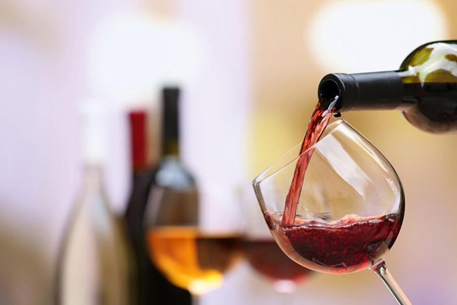 Weinprobe als Firmenevent in der VILA VITA Marburg