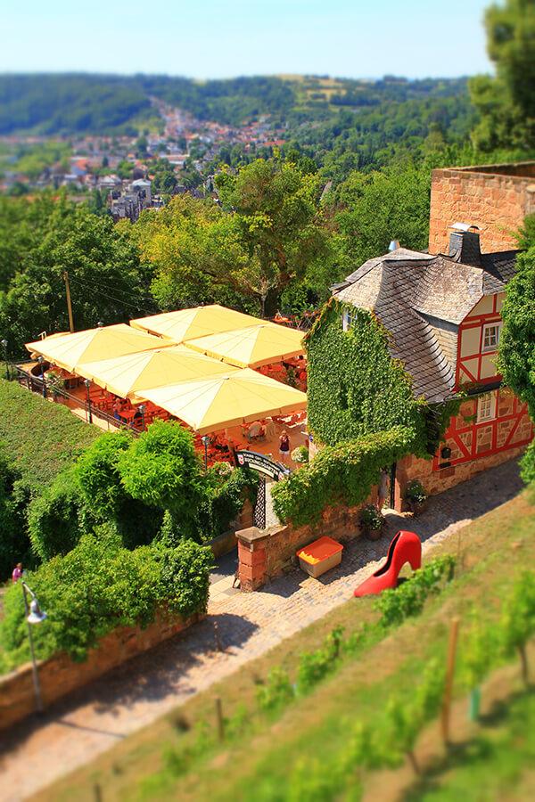 Das Restaurant Bückingsgarten liegt direkt am Marburger Grimm-Dich-Pfad